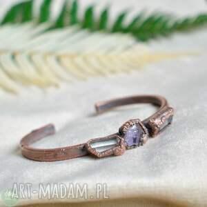 kryształy na ręce - bransoletka z surowymi kryształami, miedziana