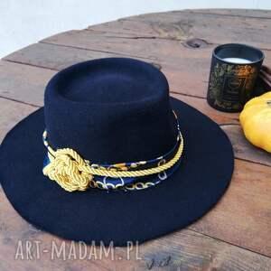 ręcznie wykonane czapki granatowy kapelusz