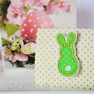 broszka - króliczek 1 - broszka, królik, aplikacja, wesoła, zajączek