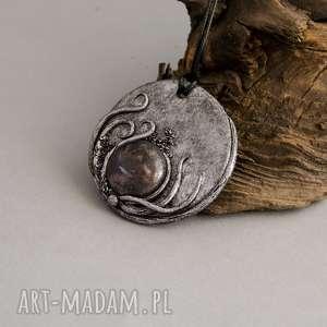 handmade wisiorki wisior inspirowany naturą z ceramiką