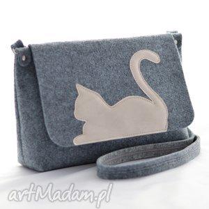 Torebka filcowa - Listonoszka z uroczym kotkiem beżowej ekoskóry, filc,