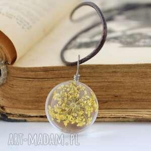 szklany wisiorek z żółtym suszonym kwiatem - naszyjnik, wisiorek, szklany