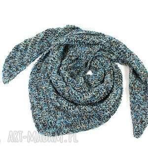 chustki i apaszki chusta z kolorowej przędzy wełną robiona na szydełku