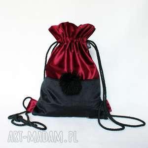 Prezent Plecak BBAG Pompom, prezent, aksmaitny, welurowy, zamszowy, pompon, worek