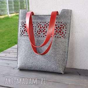 handmade na ramię filcowa torebka - z motywem ażurowym szaro czerwona