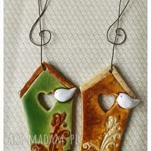 karmniki zielono-brązowe, ceramika, karmnik, domek, ptak, serce, klucz wiolinowy