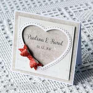 Kartka ślubna z czerwoną kokardą, kokarda, kartka,