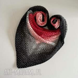 czerwono-czarna chusta, boho, folk, stylbohofolk, prezent, ciepłazima, klasyka