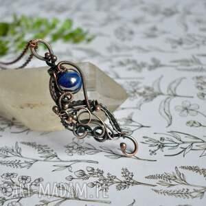 naszyjniki dark blue - naszyjnik z ceramiczną kulą, wisiorem, wisior