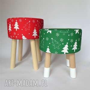 fjerne s zielona choinka skarpetki - stołek w stylu skandynawskim, stołekskandynawski