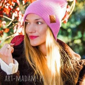 handmade czapki czapa dwustronna logo z ekoskórki kwarcowy róż
