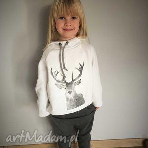 pomysł na święta upominki Biała bluza z kapturem, wygodna, miękka, świąteczna, zimowa