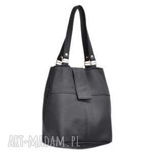 34-0001 Czarna torebka ze skóry naturalnej z niklowanymi dodatkami IBIS