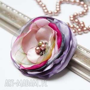 Elegancka broszka kwiatek przypinka, broszki tekstylne pracownia