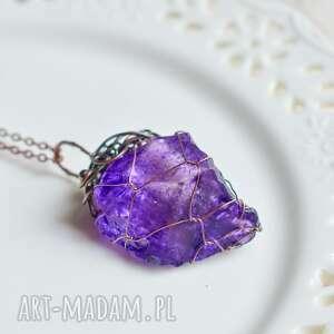 handmade naszyjniki fioletowa sieć - naszyjnik z wisiorem na łańcuszku