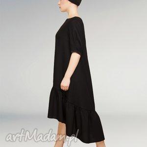 mała czarna wełniana sukienka z falbaną, czarna, mała, wełniana, elegancka, falbanka