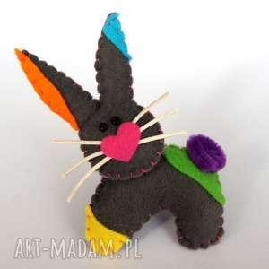 Prezent Kolorowy królik - broszka z filcu, królik, broszka, serce, biżuteria, dziecko