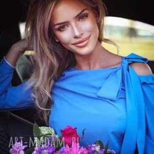 elegancka bluzka damska niebieska z wiązaniem, wiązana, elegancka, luźna