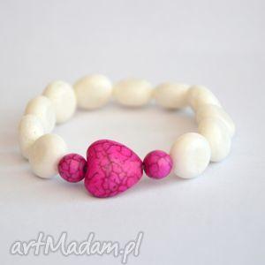 biały koral z sercem kamienia, koral, kamień, serce, howlit, nowość, prezent