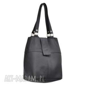 34-0001 Czarna torebka ze skóry naturalnej z niklowanymi dodatkami IBIS, modne