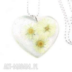 wisiorki 0906/mela - wisiorek z żywicy serce, stokrotki, wisiorek, kwiaty
