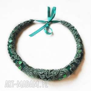 naszyjnik z tkaniny haftem /1/, naszyjnik, haft, tkanina, biżuteria
