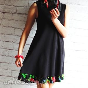 dresowa trapezowa sukienka z folkowymi kwiatami - sukienka, dresowa, góralska, folk