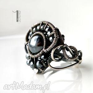 Black pepper - srebrny pierścionek z hematytem, srebro, hematyt, misterny, kobiecy