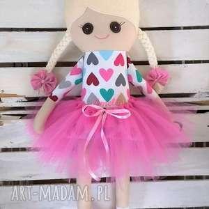 Szmacianka, szyta lalka z haftem lalki fabryqaprzytulanek