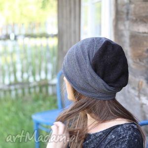 sąsiad puka,dzięcioł stuka, czapka
