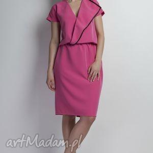Sukienka, SUK119 róż, asymetryczna, lamówka, midi, różowa, komunia, chrzciny