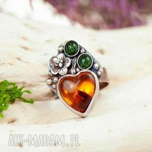 pierścionek z bursztynowym sercem a700, bursztyn, prezent dla mamy
