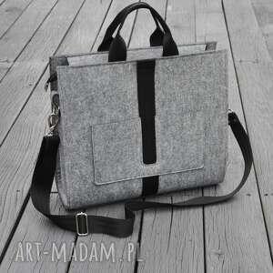 hand-made designerska duża torba z filcu - szara czarnym paskiem listonoszka