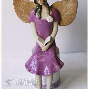 Zaczytany anioł o ciemnych włosach, ceramika, anioł, książka