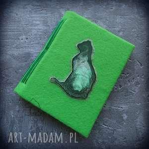 Notes A6 z filcową twardą okładką i elastycznym grzbietem Zielony Kot, kot, notes