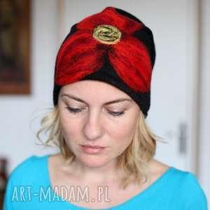 Prezent czapka czarna wełniana handmade, wełna, etno, prezent, czarna, kwiaty