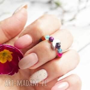 elastyczny pierścionek z agatami i hematytem, agat