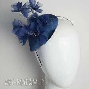 ozdoby do włosów niebieskie kwiaty, fascynator, welur, toczek, niebieski