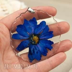 Prezent z174 duży wisior z suszonym kwiatem, naszyjnik-z-kwiatem, biżuteria-z-żywicy