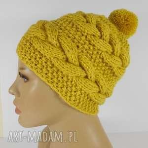 czapka beanie z warkoczami, czapka, beanie, żółta, warkocze, pompon czapki