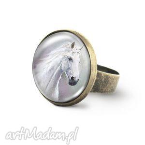pierścionek - biały koń antyczny brąz