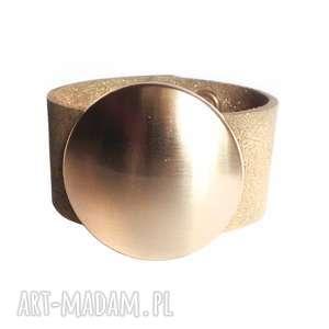 ręczne wykonanie bransoletki bransoleta skórzana złota tarcza złoto