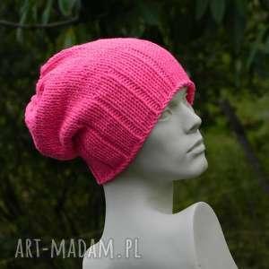 handmade czapki neon różowy krasnal wool