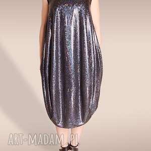sukienka z holograficznym wzorem, hologram, holograficzny, oversize, luźna, połysk