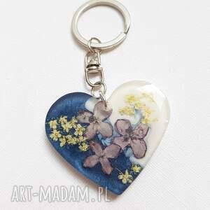 hand made breloki 1267/mela - brelok do kluczy z żywicy serce