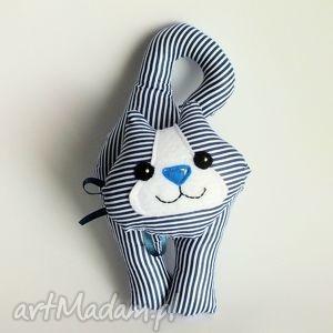 kotek klamkowy w granatowe paski, kotek, kot, klamka, zawieszka, dziecko, maskotka
