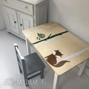 wnetrze z gustem stolik otwieranym blatem plus krzesełko lisek i jeżyk