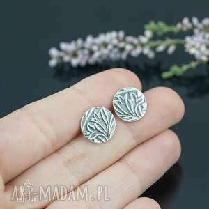 kolczyki sztyfty koła z roślinnym wzorem, srebrne kolczyki