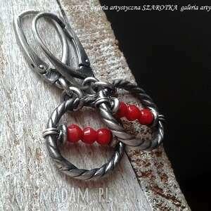 czerwień okrążona kolczyki z korala i srebra, koral, srebro oksydowane, srebrne