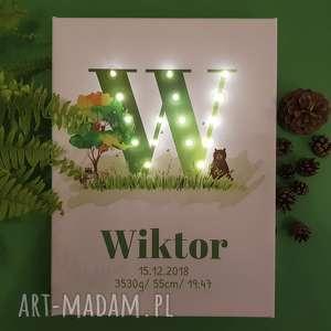 Prezent ŚWIECĄCA METRYCZKA z literą i imieniem, leśny motyw, woodland, zwierzątka